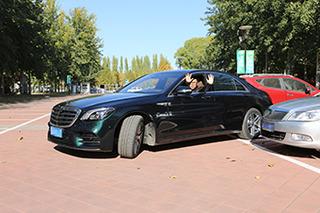 兼顾便捷与实用 奔驰S级自动泊车体验