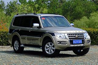 三菱帕杰罗增3.0L自动舒适版 售37.98万元