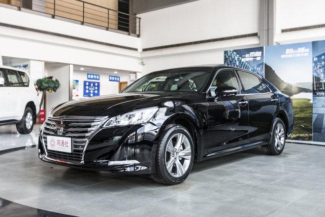 2018款丰田皇冠精英版