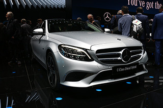 外观小改配置提升 日内瓦实拍改款奔驰C级